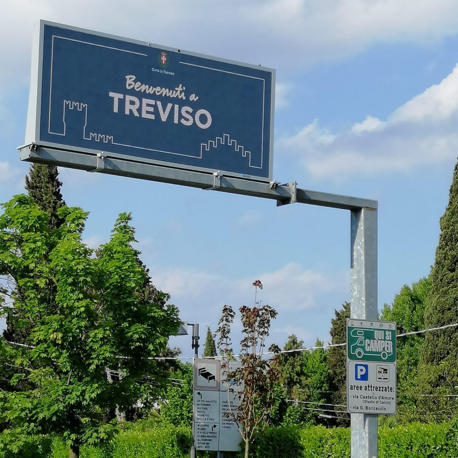 Segnaletica stradale città di Treviso realizzata con LEDWall Absen. Progetto a cura di Emergo srl