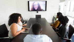 Come realizzare una piccola sala conferenza con prodotti AV plug&play